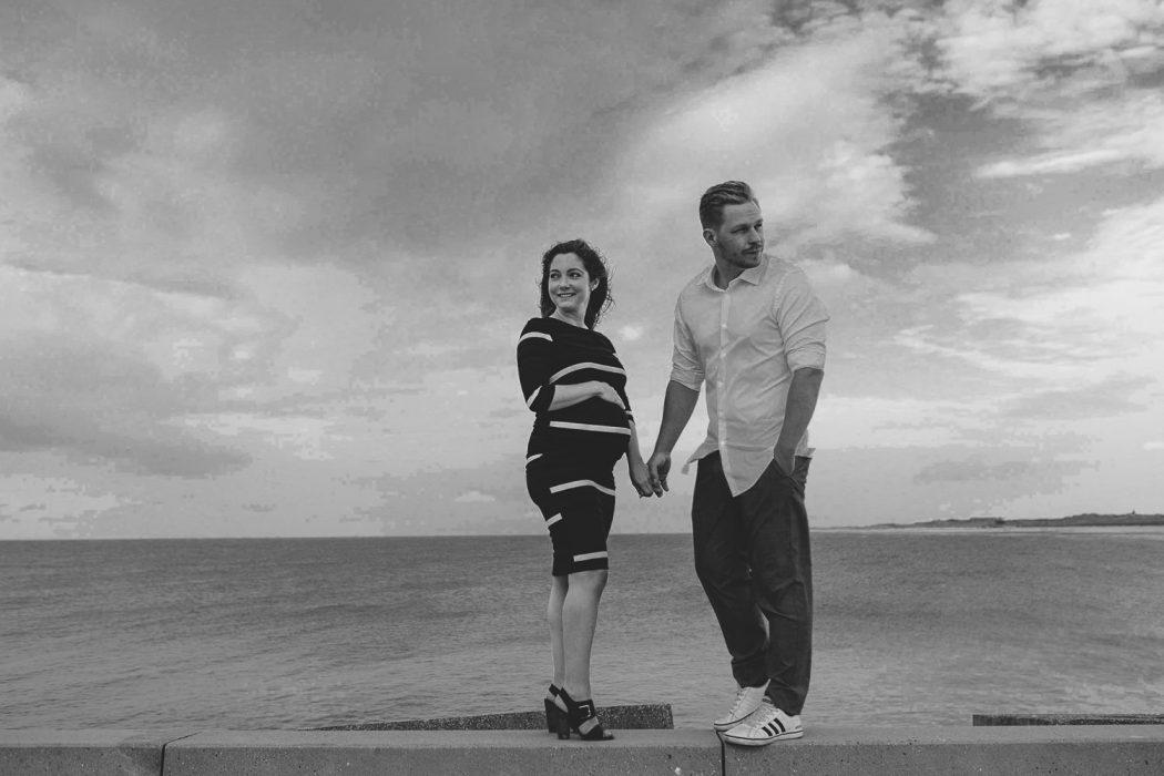 fotoshoot aan zee Oostende belgische kust fotograaf zwangerschapsshoot