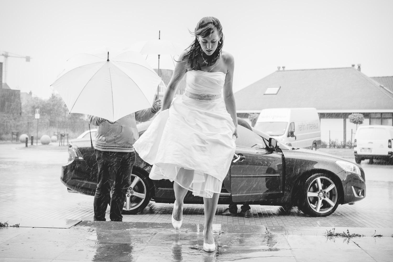 huwelijk kerk regen